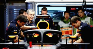 Daniel Ricciardo, China, pit, mechanics